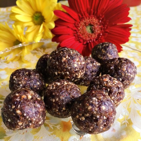 Nutty Blueberry Raw Energy Balls | SpeakLyfe
