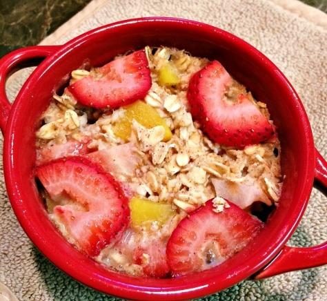 Strawberry Peach Baked Oatmeal | SpeakLyfe